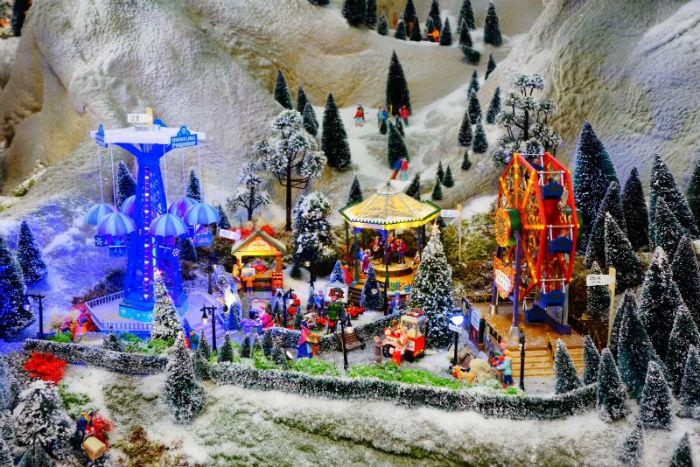 Lemax Snowflake Carnival paradrop bij Tuincentrum Osdorp