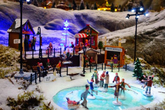 Lemax schaatsbaan in het kerstdorp van Tuincentrum Osdorp2016