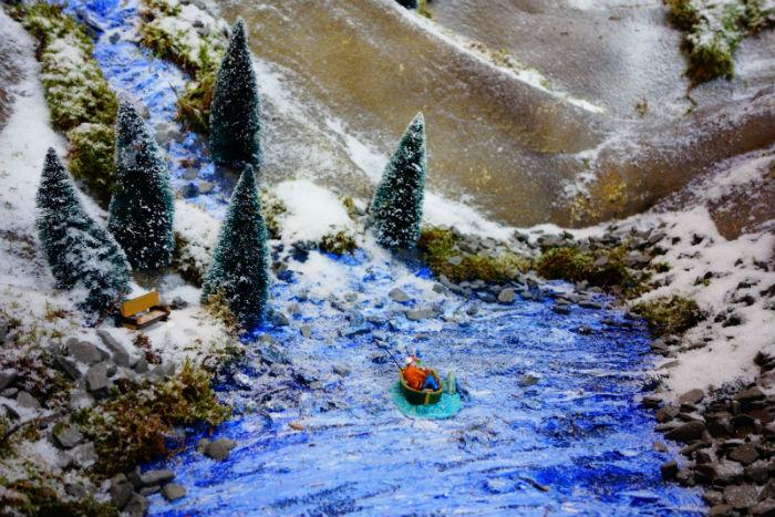 Lemax visser in het Lemax kerstdorp van Tuincentrum Osdorp 2016