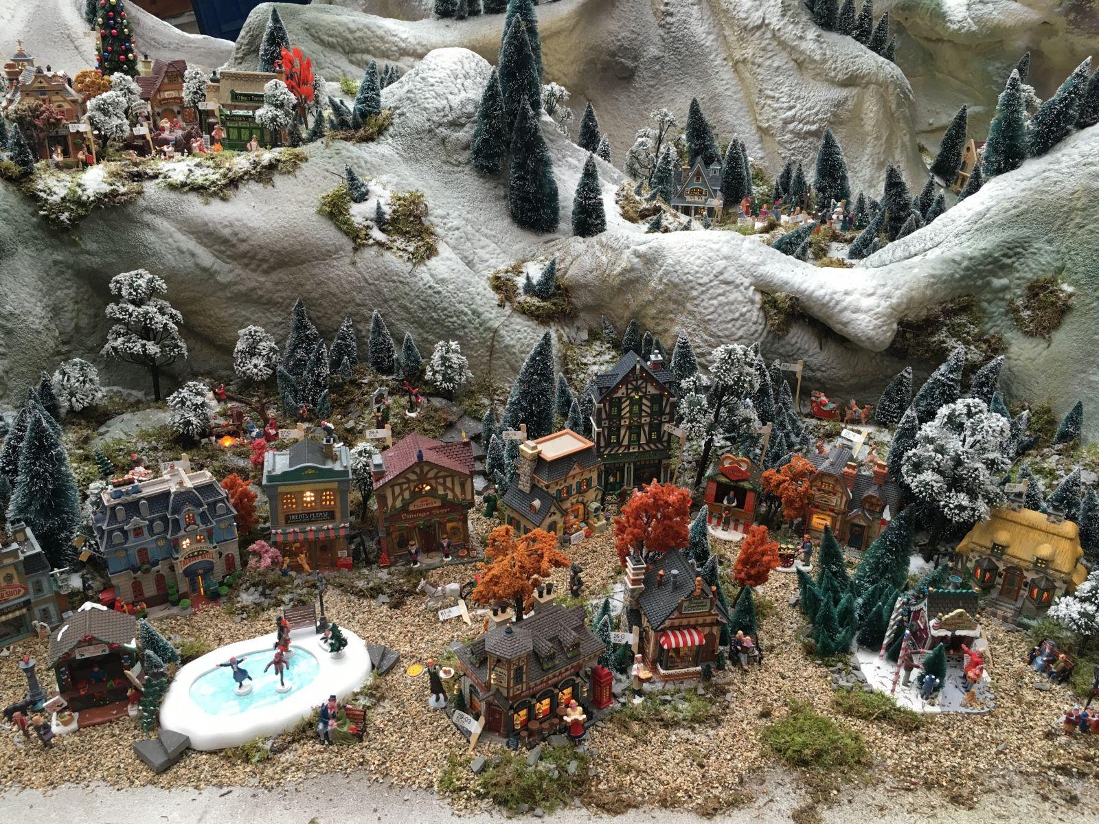 Caddington Village uitgestald bij grootste Kerstdorp van Nederland