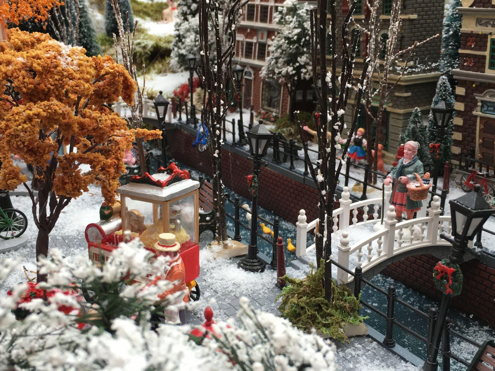 Lemax gracht in mini-kerstdorp bij tuincentrum Osdorp 2016